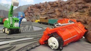 getlinkyoutube.com-James Accident Thomas & Friends Trackmester fun. Wypadek Kuby zabawa kolejką Tomek i Przyjaciele