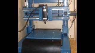 Erste Werkstücke aus Holz, Alu und Stahl auf der DIY CNC Fräse
