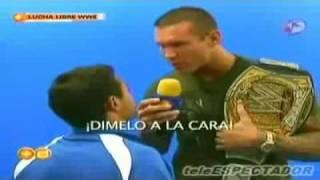 getlinkyoutube.com-randy orton ataca a un reportero de televisa
