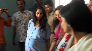 getlinkyoutube.com-Ajith's Pregnant wife Shalini at Albert theater to watch Yennai Arindhaal with her Family