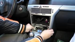 getlinkyoutube.com-demontaż urządzeń elektrycznych w kabinie Opel Astra H.mp4