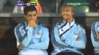 Cristiano Ronaldo Rindo de Messi levando bolada no saco Funny