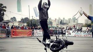 getlinkyoutube.com-Mendigo empinando moto Pegadinha com  W S Freestyle