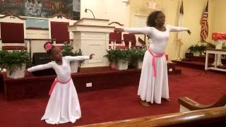 Mother / daughter praise dance