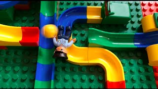 getlinkyoutube.com-Kugelbahn mit Hubelino und Lego Duplo / Marble run with Hubelino and Lego Duplo