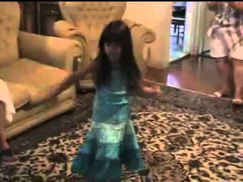 رقص طفلة أفغانية في اغنية بنت بلادي 2012