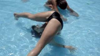 getlinkyoutube.com-mingas en la piscina 1