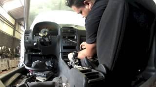 getlinkyoutube.com-Opel Astra type G:  Démonter/dépose de la console centrale