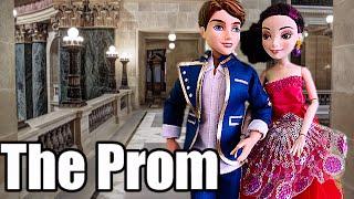 getlinkyoutube.com-Descendants Mal and Ben's FIRST PROM! Fts Evie & Doug Wardrobe Mishap Disney doll stories Dobertot