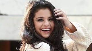 getlinkyoutube.com-Selena Gomez - Funny moments (Best 2017★)