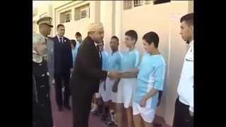 getlinkyoutube.com-الملك محمد السادس يتعرض ِللَقطة طريفة مع ذوي الاحتياجات الخاصة