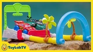getlinkyoutube.com-Disney Cars Race Against Planes Toys on Hydro Wheels Splash Speedway Track Playset Cars 2 Planes 2