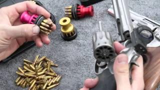 getlinkyoutube.com-Speed Beez Smith & Wesson Model 617 10 Shot 22LR Speed Loader (Pack Pink)