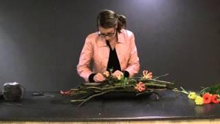getlinkyoutube.com-Hoe maak ik een bloemstuk met weinig bloemen?