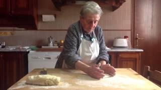 getlinkyoutube.com-Ricetta GNOCCHI DI PATATE di Nonna DINA (93 Anni)