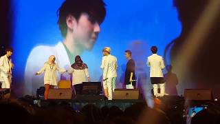 getlinkyoutube.com-GOT7 in JKT - LUCKY FANS on stage