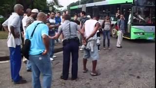 getlinkyoutube.com-PELEA POLICIA VS BORRACHO EN CUBA