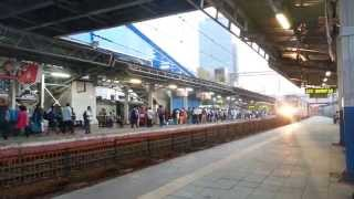 getlinkyoutube.com-Clash of the Titans: WAP-5 Shatabdi V/s WAP-5 Duronto...!