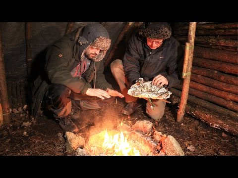 Bushcraft - Winter Camp Fire Cooking in the Shelter