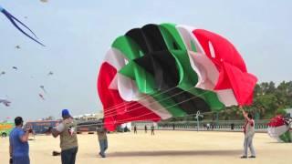 getlinkyoutube.com-Dubai International Kites Fest. -- فريق الكويت للطائرات الورقية بشاطئ الجميرا