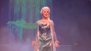 getlinkyoutube.com-Elsa, Anna, Kristoff perform Let It Go in Frozen sing-along stage show finale at Walt Disney World