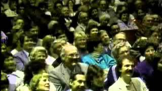 getlinkyoutube.com-Victor Borge, The History Of Piano