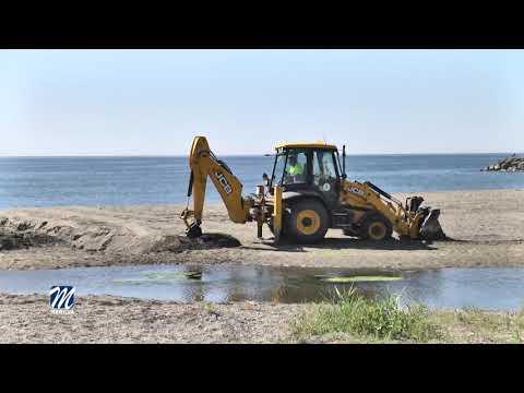 El mantenimiento de las playas se intensifica en la época estival
