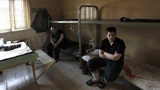 getlinkyoutube.com-Как в тюрьме опускают петухов