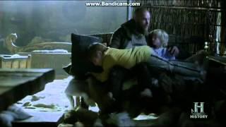 getlinkyoutube.com-Vikings 03x06 - Floki wakes Ragnar ~ Funny Scene