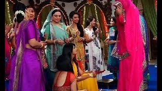 getlinkyoutube.com-Saraswatichandra: Saras caught at Kumud's haldi