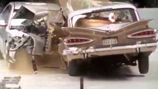 getlinkyoutube.com-اختبار تصادم بين سياره قديمة وجديده
