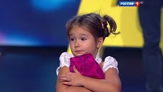 getlinkyoutube.com-Amazing baby! 4-year-old Bella from Moscow easily speaks 7 languages