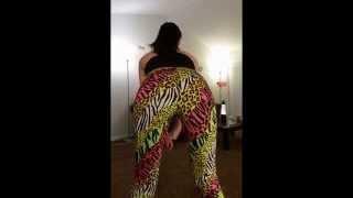 getlinkyoutube.com-Whooty Twerking in Leggings 2