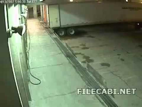 Accidente carretilla elevadora durante la descarga de un camión