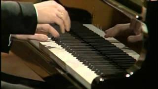 getlinkyoutube.com-Pianist Krystian Zimerman interrupted by rubber duck during concert
