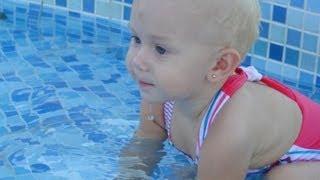 getlinkyoutube.com-Minha Priscilinha na piscina do clube (Maracaju C. Campo) - 01/02/2013