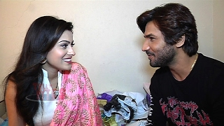 getlinkyoutube.com-Aparna Dixit and Krip Suri Stare Game Promo
