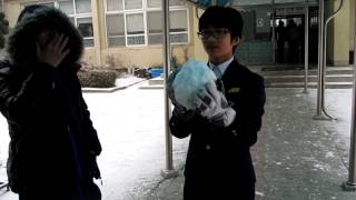 getlinkyoutube.com-School Life in Korea, part 4 (Snow Fight)