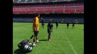 getlinkyoutube.com-FC BARCELONA - RONALDINHO SOCCER LESSONS (1/4)