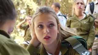 getlinkyoutube.com-Israeli army immigrant show (Israeli soldiers dancing IDF girls women dance female soldiers Israel)