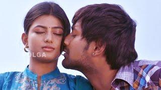 getlinkyoutube.com-Priyathama Neevachata Kusalama Romantic Scene..