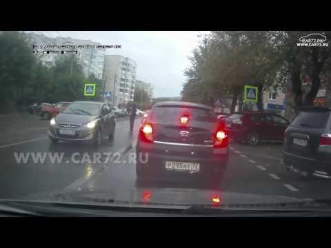 Пешеход и сломанное зеркало у Hyundai Solaris