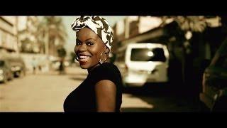 getlinkyoutube.com-Ary - Pelo Menos 50 ft Titica [Official Video]
