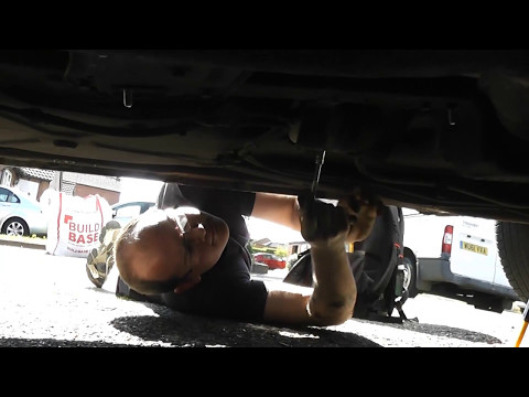 Servicing a Volvo 240 and 940