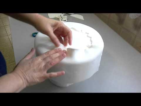Abrindo massa de biscuit no cilindro