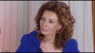 getlinkyoutube.com-Sofia Loren Torna Sulla Croisette di Cannes