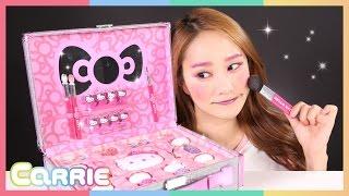 getlinkyoutube.com-헬로키티 (Hello Kitty) 메이크업 박스로 캐리의 화장 놀이 CarrieAndToys