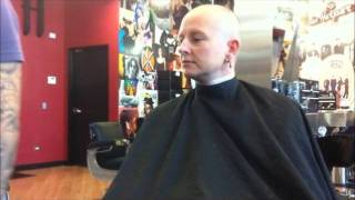 getlinkyoutube.com-Women's Head Shave in a Barbershop with a straight razor