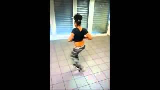 getlinkyoutube.com-Elle danse bien !