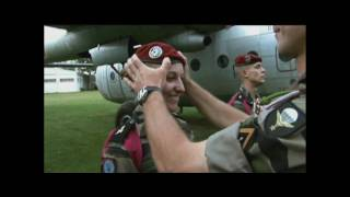 getlinkyoutube.com-French Paratroopers' first jump.